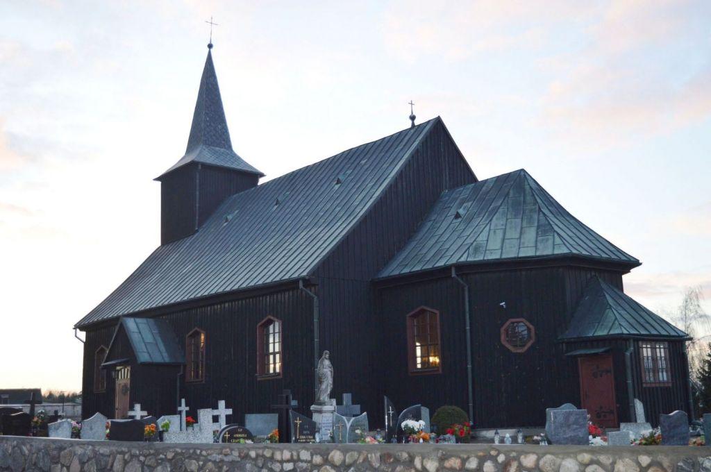 Kościół par. pw. Wszystkich Świętych w Brzoziu