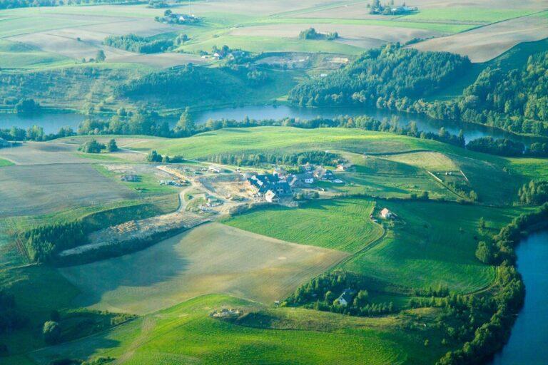 Miejscowość Wielki Głęboczek i jezioro